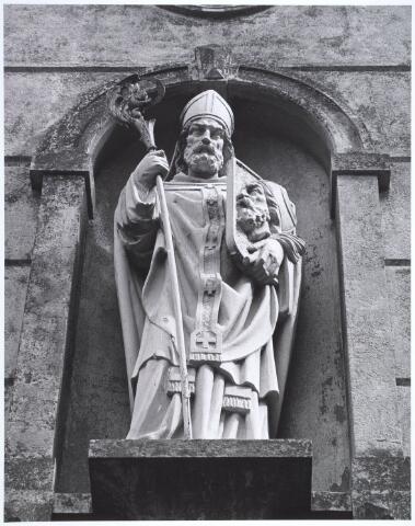 019123 - Beeld van St. Dionysius, zoals dat staat op het zogenaamde ´norbertijnenpoortje´, behorende tot de voormalige pastorie van de parochie Goirke en dat als enige de sloop in 1927 overleefde. Norbertijnerpoort.