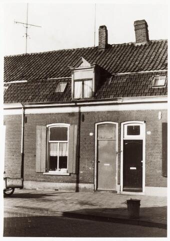 033831 - Voorgevel van het pand Veestraat 19