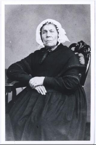 005236 - Onbekende vrouw. mogelijk bestaat er een relatie met de familie  (Barend Jan) Mutsaers of met de families van een van zijn echtgenotes:  Elisabeth BOEX (EIndhoven 1799-1835) en Catharina van ROESSEL (Tilburg 1808-1848). Zie foto 5233