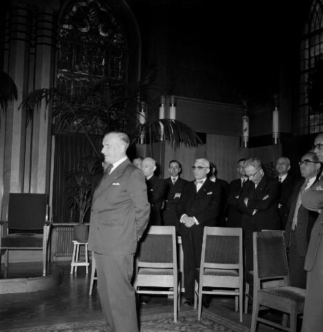 050602 - 1e Spade Hoogspoor Tilburg, burgemeester Van Voorst tot Voorst en dr. mr. F. den Hollander president NS.