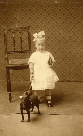 092978 - Johanna Catharina Petronella Maria (Joke) Coppens, geboren te Goirle op 4 februari 1923, dochter van Lau Coppens en Trien van de Ven.