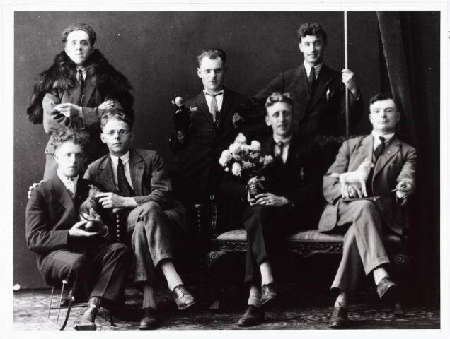 007874 - Kermis in Tilburg. Sjef van de Sande, Jan Marcelis, Piet Hooijen, Gerrit van de Sande, N. van Hoof, Piet Puijflik en Bertus van Gulik.