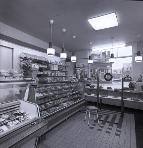 654643 - Interieur. Bakkerswinkel.