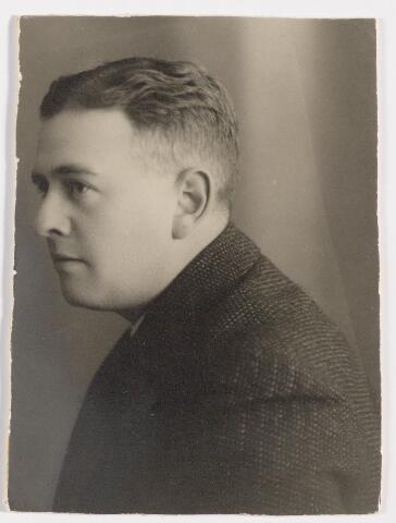 047961 - mr. J.J.G.A. Raaymakers, volontair te Goirle van 1934 tot 1938. Nadien werd hij benoemd tot burgemeester van Rijsbergen