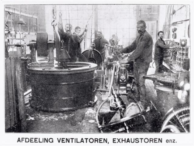 038397 - Interieur foto firma H.C. Vorselaars. Eerste Tilburgse Gesmeedijzeren riemschijven en exhaustorenfabriek Noordstraat 13.
