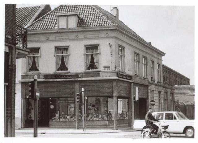 026900 - Kruising Nieuwlandstraat, Korte Schijfstraat en Tuinstraat eind 1970