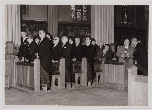 041097 - Vakbeweging. Op 31 augustus 1963 vierde de R.K. Bond Werkmeesters afd. Tilburg het 50-jarig bestaan. 1e een Solemnele H. Mis in de parochiekerk st. Jozef. 2e een feestelijk ontbijt in het parochiehuis aan de Veemarktstraat. 3e herdenkingsbijeenkomst in het Chicago-Theater. 4e Officiële receptie in de zalen van café-restaurant Th. van Broekhoven (Smidspad 42) 5e Feestavonden op 7 t/m 9 september 1963 met uitvoering Operette 'Rumoer in Weinbach'.