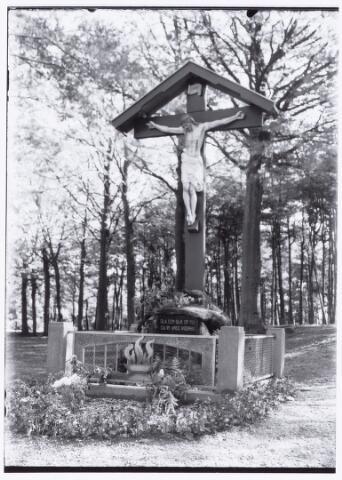 049826 - Kruisbeeld aan de Bredaseweg.