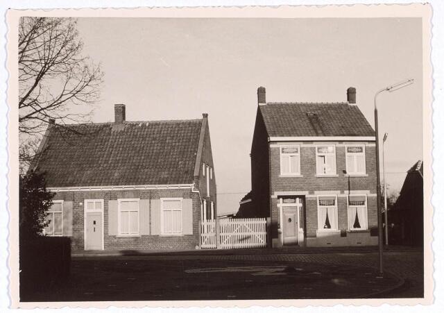 020203 - Panden Hasseltplein 36 (rechts) en 37 (links) eind 1962