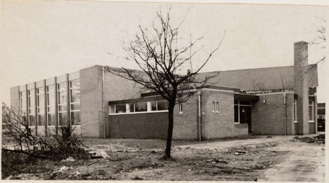 """100086 - Sport. Huidige gymzaal van Basisschool """"De Westhoek"""", de voormalige H. Hartschool aan de Nieuwe Bouwlingstraat."""