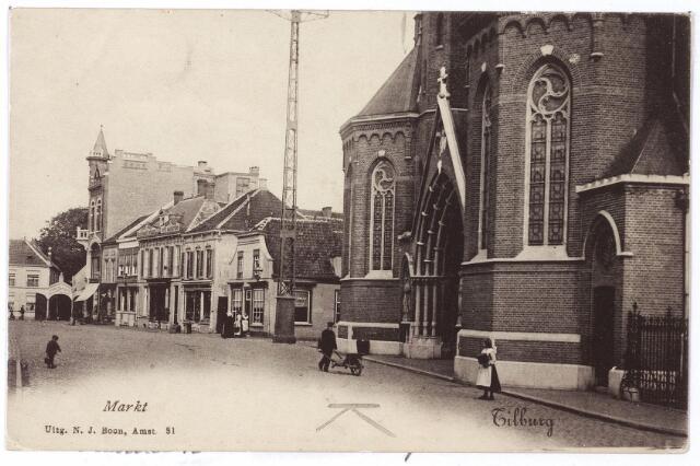 001813 - Oude Markt in noordlijke richting. Rechts de Heikese kerk met de ingangsportalen en kapellen die in 1895 tegen de voordien vlakke gevel werden gebouwd.