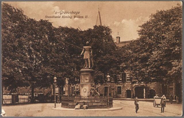 011268 - Het Buitenhof in den Haag met het standbeeld van koning Willem II dat in 1924 verplaatst werd naar de Heuvel in Tilburg.