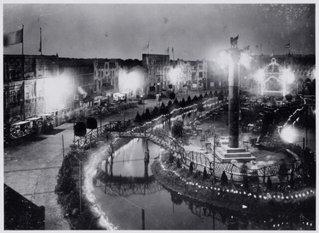 103837 - Tentoonstelling Stad Tilburg 1909 gehouden van 15 juli - 8 augustus 1909  Handel Nijverheid en Kunst. Het tentoonstelling-terrein was gelegen aan de 1e Herstalse Dwarsstraat (tussen Boomstraat en Industriestraat). Paviljoen 'Venetië'.