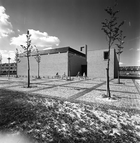 D-00802 - Lucaskerk aan de Lage Witsiebaan (architect Jules Nouwens)