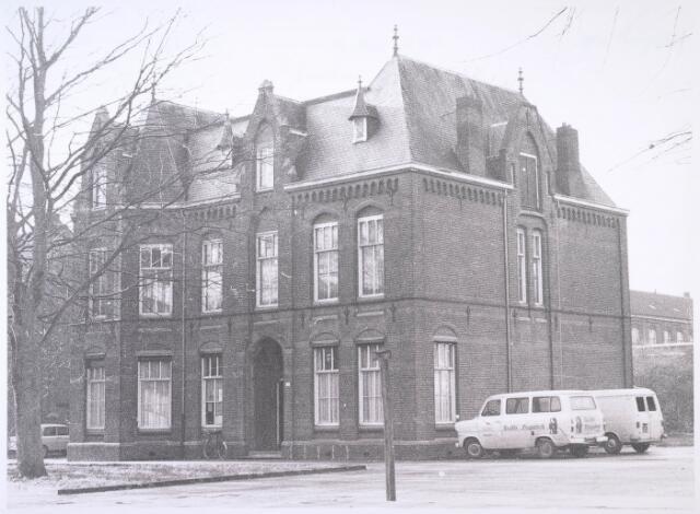 023813 - Voormalige pastorie aan de Koestraat halverwege december 1976. De kerk was anderhalf jaar eerder gesloopt