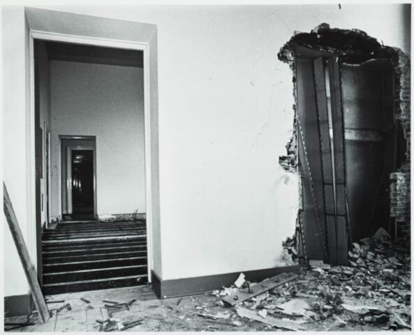 025379 - Interieur van het St. Josephgasthuis aan de Lange Nieuwstraat tijdens de sloop in 1977