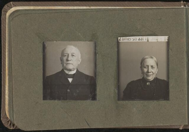 603968 - Links H. Tempelaars, rechts onbekend. Albumblad met zogenaamde TipTop-pasfoto´s van het personeel van de gemeentesecretarie van Tilburg, omstreeks 1916.
