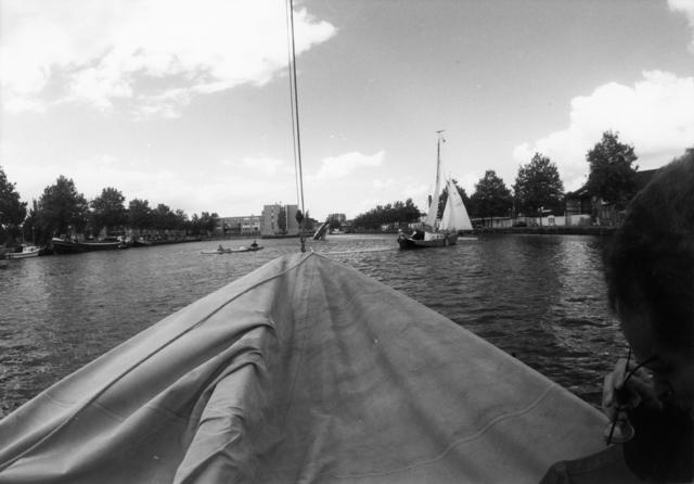 1238_F0350 - Wilhelminakanaal. Boten op het water.