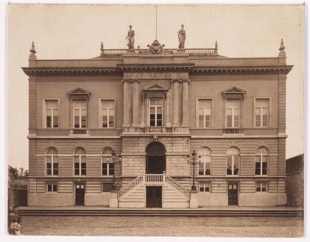 035762 - Vooraanzicht stadhuis. Oud gemeentehuis thans Stadhuisplein