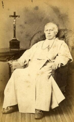 071480 - Adrianus Hubertus Manni, geboren te Tilburg op 25 maart 1809, zoon van Adrianus Manni en J.C. den Ouden. Hij werd priester gewijd in 1834 en trad twee jaar later in, in de orde der norbertijnen, waar hij in 1837 zijn plechtige professie deed. Hij was daarna kapelaan te Vlijmen en pastoor van Haarsteeg. In 1859 werd hij tot LVIII prelaat van de abdij van Berne gekozen. Hij overleed in het abtshuis van de abdij te Heeswijk op 29 juli 1867.
