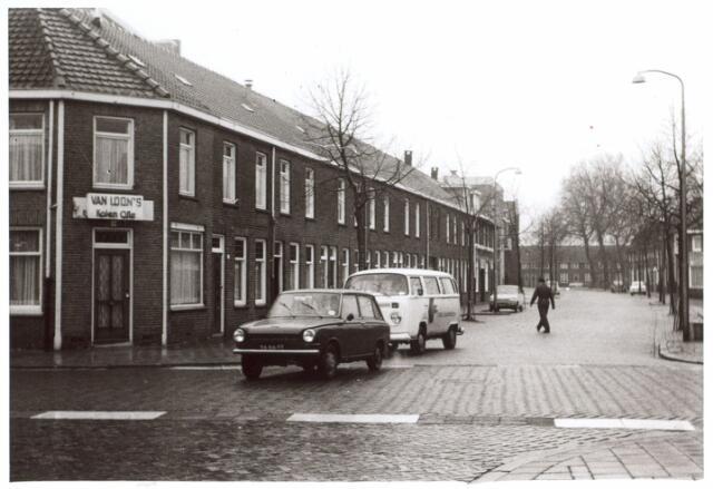 015066 - Bisschop van de Venstraat, gezien vanuit de Groeseindstraat. Op de achtergrond het Paduaplein