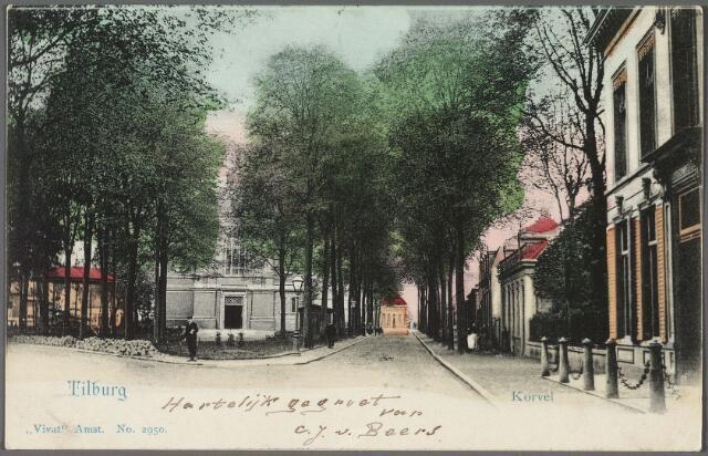 010479 - Korvel in zuidelijke richting. Op het plein de voormalige parochiekerk. Rechts het woonhuis van de familie J.H. Diepen-van der Voort.
