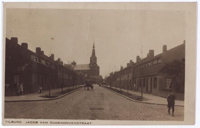 001254 - Jacob van Oudenhovenstraat, gelegen tussen de Ringbaan-Oost en de Hoefstraat. In de verte de kerk van het H. Antonius van Padua aan de Hoefstraat.