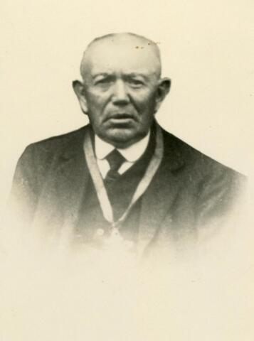 602362 - Johannes Cornelis de Rooij, geboren te Tilburg op 31 augustus 1851, overleeed aldaar op 28 april 1936. Hij trouwde aldaar op 10 oktober 1878 met Nicolasina Zeegers, geboren te Tilburg op 15 oktober 1847 en aldaar overleden op 6 mei 1889.