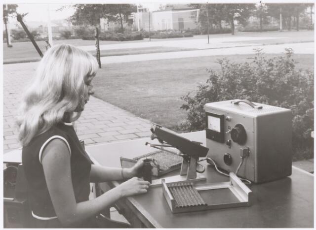 039041 - Volt. Noord. Productie, fabricage van spoelen of correctiemiddelen op Volt noord. In dit geval babyspoelen. Locatie hal NA? ± 1965.
