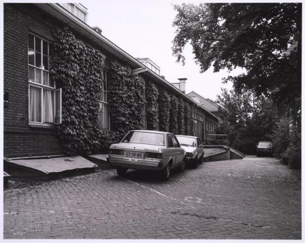 022967 - Elisabethziekenhuis. Gebouw van de Technische Dienst van het St. Elisabethziekenhuis, in de 80-er jaren tijdelijk in gebruik als polikliniek aan de Jan van Beverwijckstraat
