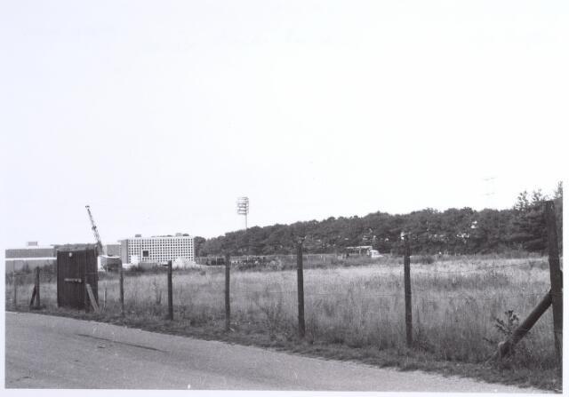 015887 - Waterzuivering aan de Bos en Beemdweg anno 1971. Op de achtergrond de radio- en televisietoren aan de weg naar Loon op Zand