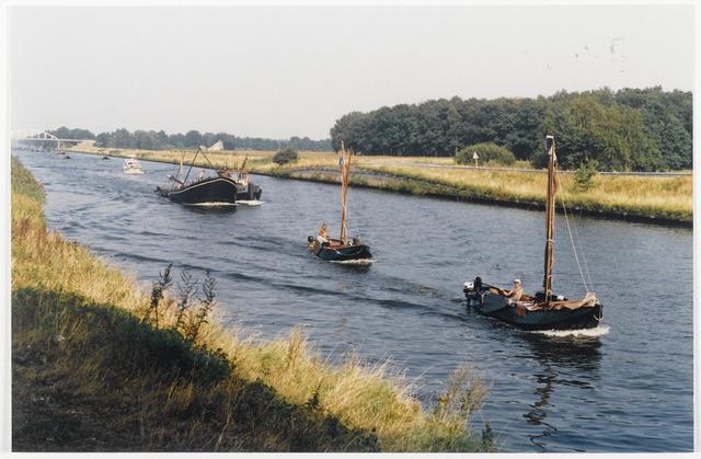 91329 - Terheijden. Zomerfestival in Terheijden. Tijdens dit drie daagse festival wordt één dag gereserveerd voor middeleeuwse festiviteiten waaraan scheepjes zoals op de foto meedoen.