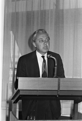 050818 - Overdracht voorzittershamer bureau mr.dr. B.J.M. van Spaendonck te Tilburg.
