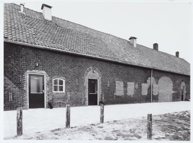 062467 - Boerderij aan de Berkelseweg na verbouwing tot sportcomplex voor R.K. Voetbalvereniging Jong Brabant