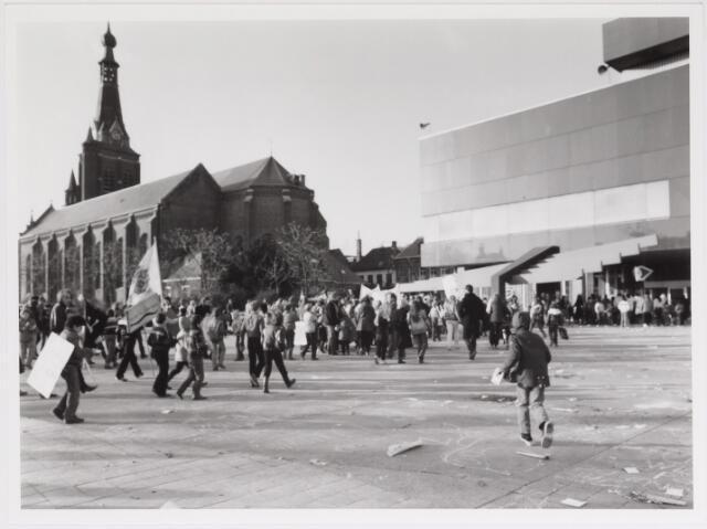 042499 - Demonstratie/betoging tegen de gemeentelijke bezuinigingen van het buurt- en clubhuiswerk.
