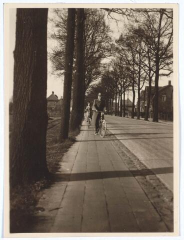 019794 - Goirleseweg anno 1931, gezien in de richting van Tilburg. Links, achter de bomen, de tramlijn