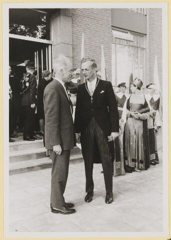 073014 - Opening gemeentehuis door de Commissaris van de Koningin Kortmann. De laatste woorden vóór het vertrek uit de gemeente.