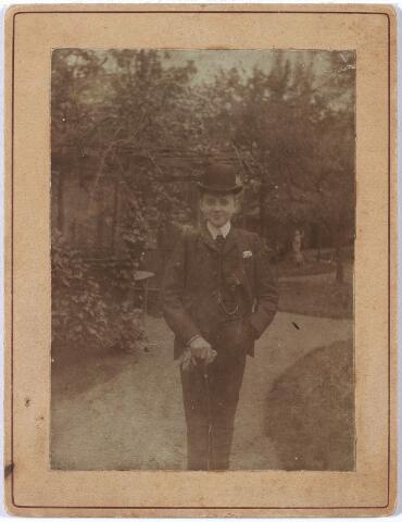 005988 - Henri Verbunt geboren te Tilburg 16 februari 1889 overleden aldaar 1 augustus 1903.