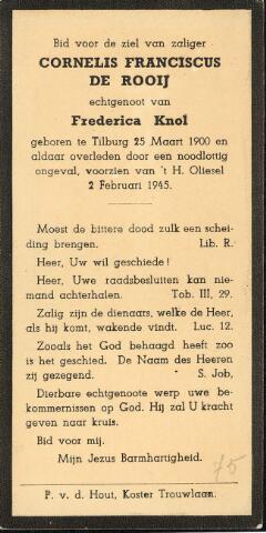 604486 - Bidprentje. Tweede Wereldoorlog. Oorlogsslachtoffers. Cornelis Franciscus de Rooij; werd geboren op 25 maart 1900 in Tilburg en overleed op 2 februari 1945 in Tilburg.  Terwijl de mensen nog bij kwamen van het neerkomen van de V-1 in de Minister Talmastraat, stortte de volgende ochtend om vier minuten voor negen weer een vliegende bom neer achter het woonhuis in de Burgemeester Van Meursstraat no. 4. Er vielen 22 doden te betreuren, 19 zwaargewonden en ongeveer 100 lichtgewonden.