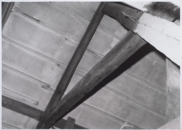 026566 - Spant op de zolder van het pand Molenstraat 1