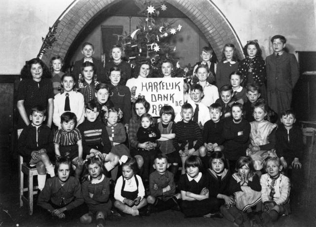 """1709_0049 - """"Hartelijk dank RAF"""". Kinderen. Kerst. Familie Franken-Donders"""