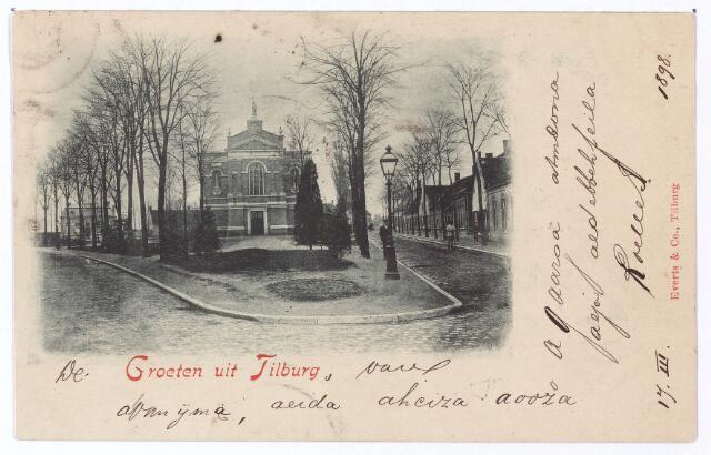 001492 - Korvelplein. Corvel wordt al genoemd in 1418. In 1430 is er sprake van de 'heertganck van Corvel'. Op de kaart van D. Zijnen uit 1760 heet het driehoekige plein, te zien op deze foto, Corvel. Door de gemeenteraad wordt Korvel voor het eerst vastgesteld in 1900 als 'het plein rondom de kerk'. De toevoeging plein vond pas officiëel plaats in 1941. De kaart is beschreven in 'geheimschrift'.