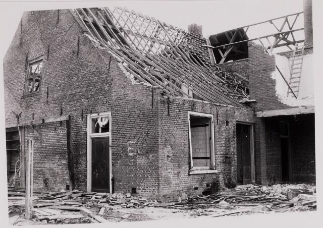 084435 - Sloop Van Hirtumhuis achter de St. Petruskerk (Vrijthof 32)