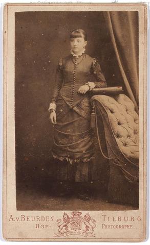 005907 - Vermoedelijk Miet Swagemakers of haar tweeling zus.