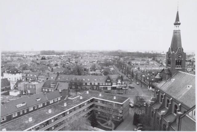 022373 - Hoefstraat (vooraan)en weide omgeving met kerk en daarnaast verzorgingstehuis Padua. Recht tegenover de kerk de Van Goorstraat