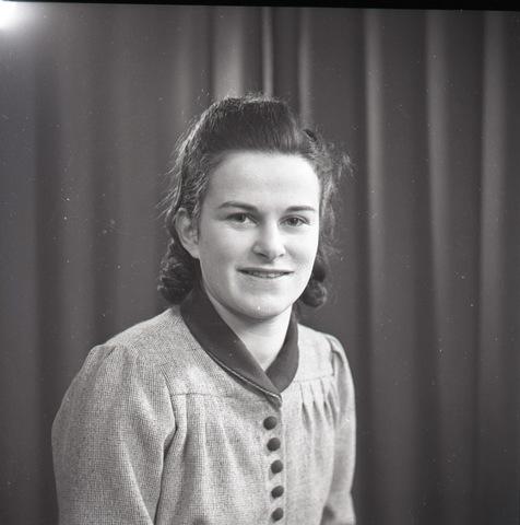 654733 - Portret van een jonge vrouw