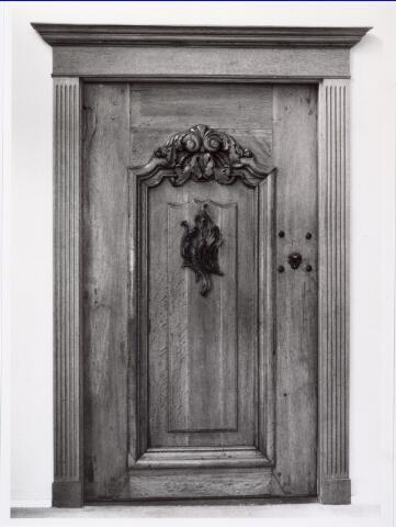 016919 - Deur afkomstig van het kasteel van Tilburg. Bevindt zich in het interieur van woninginrichting Donders