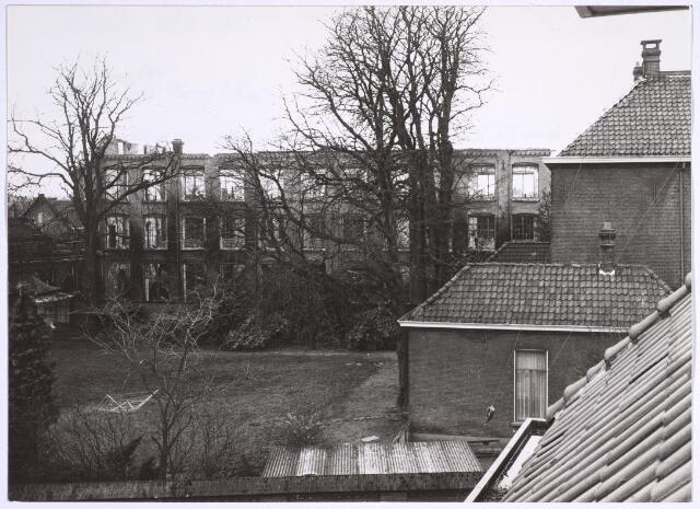 025058 - Restant van de voormalige textielfabriek Antoon de Rooy na een brand in december 1974.