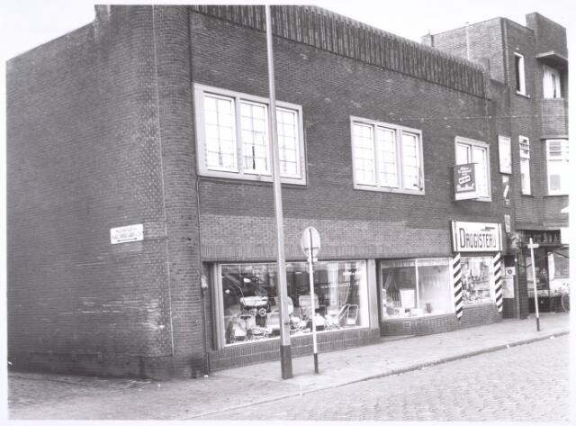 018693 - Winkelpanden aan de Noordstraat (nu Gasthuisring). Ze moesten plaatsmaken voor de aanleg van het hoogspoor