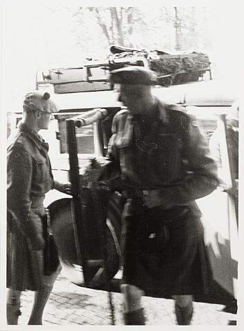 012459 - WO2 ; WOII ; Tweede Wereldoorlog. Bevrijding. Aankomst van de Schotse generaal Barber bij het Paleis-Raadhuis op zaterdag 28 oktober 1944